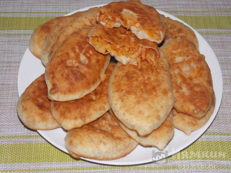 Тонкие пирожки с капустой на сковороде