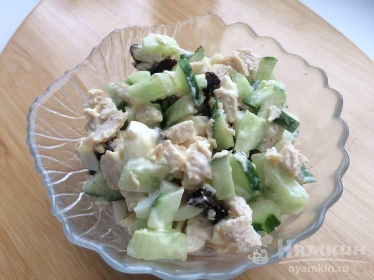 Салат из куриного филе с черносливом