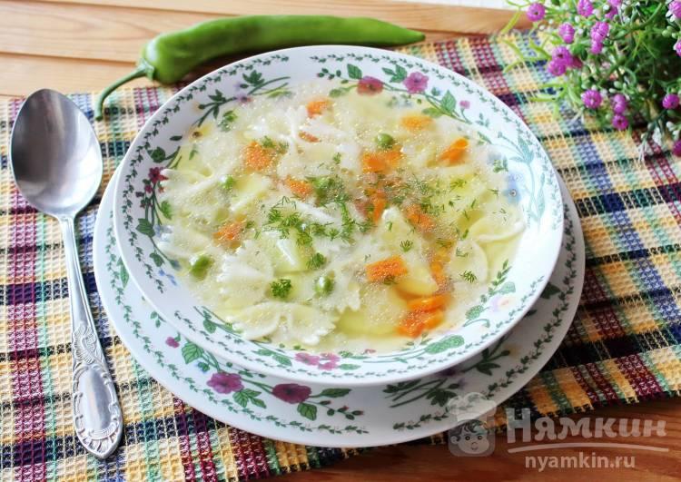 Суп с пастой фарфалле и зеленым горошком без мяса