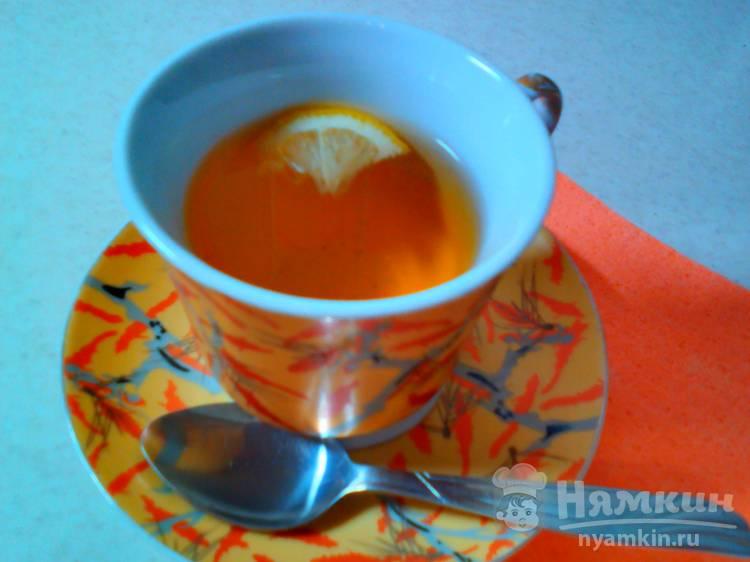Чай с ромашкой, лимоном и мёдом