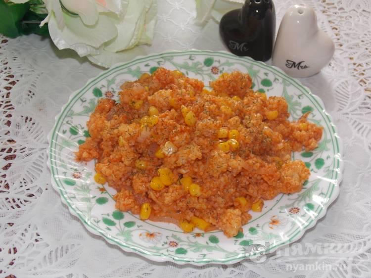 Постная пшеничная каша с кукурузой и томатной пастой