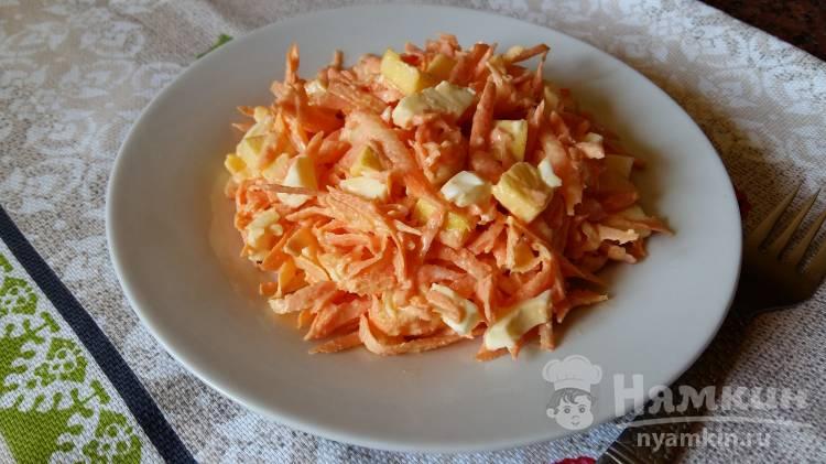 Салат с тертой морковью и яблоком