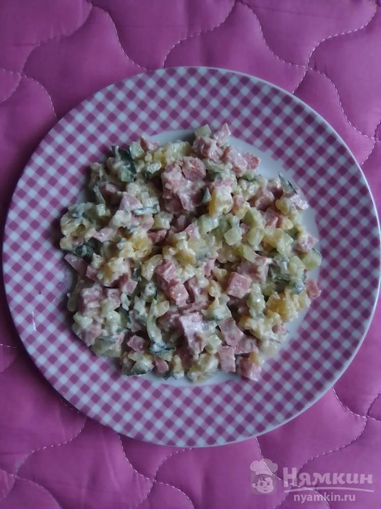 Картофельный салат со свежим огурцом и копчёной колбасой
