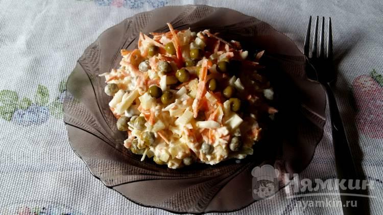 Морковный салат с яйцом и горошком