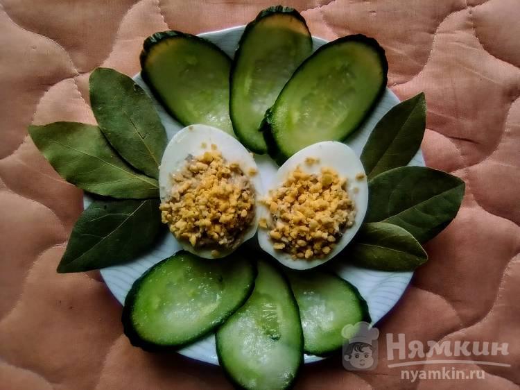 Яйца, фаршированные скумбрией