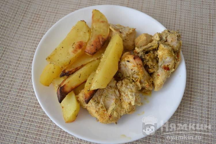Картошка с куриной грудкой в духовке