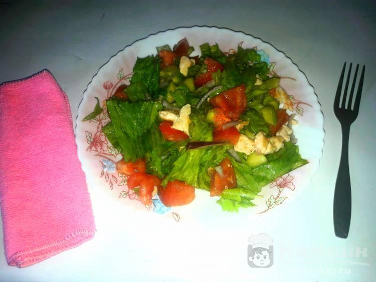 Салат с филе курицы, помидорами и огурцами