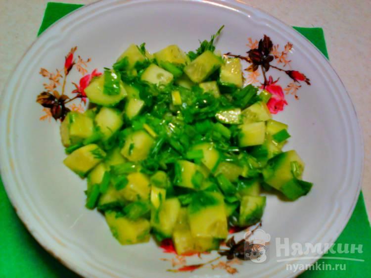 Зелёный салат со свежим огурцом