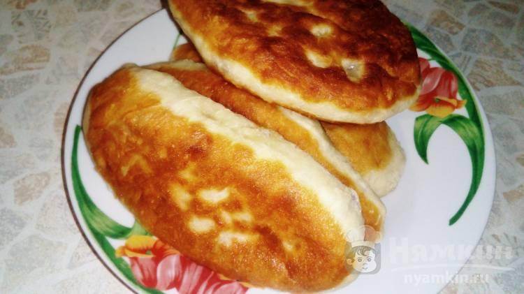 Сытные пирожки на сковороде с колбасой