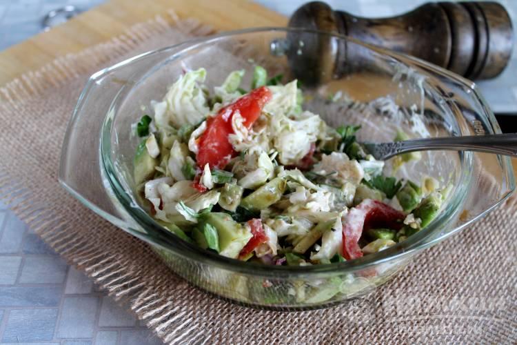 Салат из авокадо и пекинской капусты