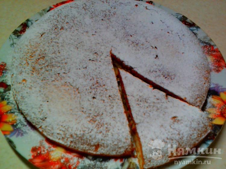 Пирог с изюмом и сахарной пудрой на сметане