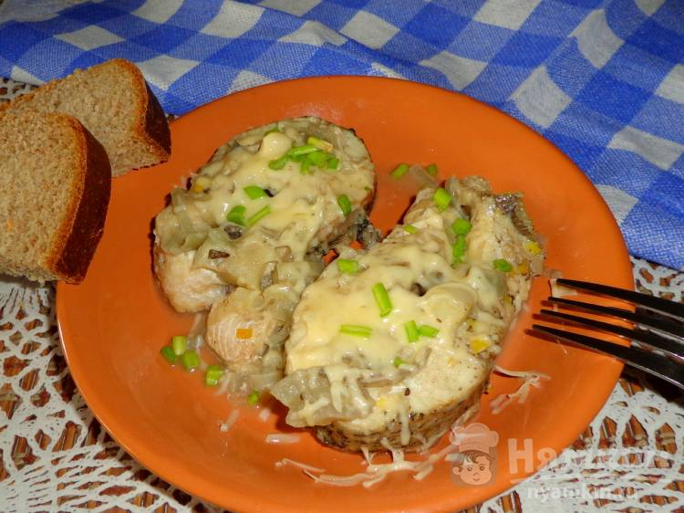 Тушеная щука в сливочно-соевом соусе