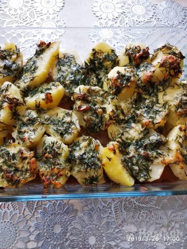 Картошка с чесночным маслом и сыром
