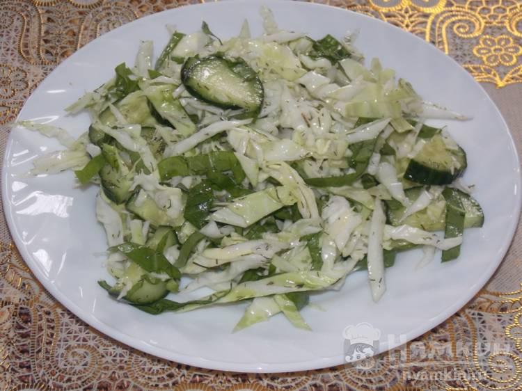 Полезный салат из свежей капусты и щавеля