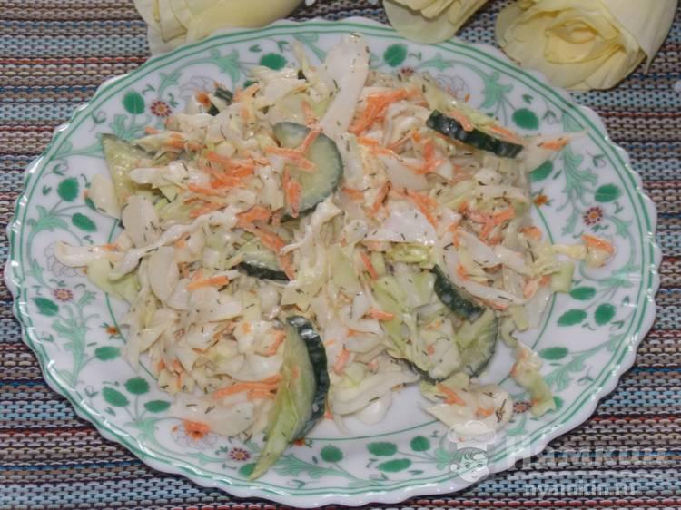 Салат из капусты и свежей моркови с майонезом