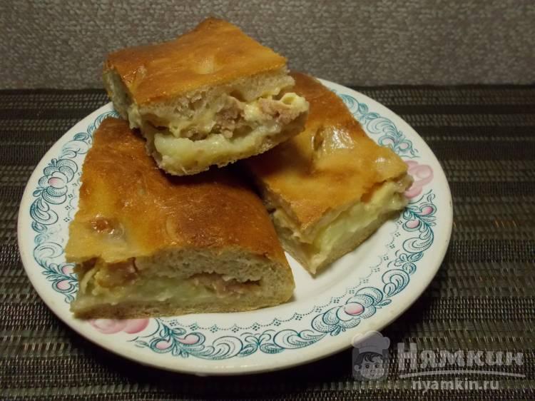 Закрытый картофельный пирог с фаршем и сыром