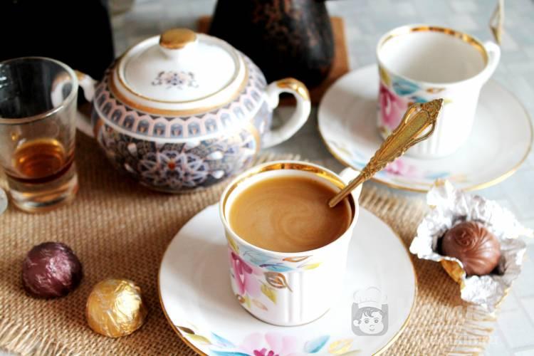 Кофе с ликером и молоком