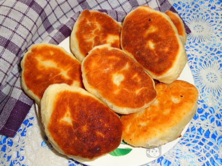 Жареные пирожки с фаршем и сыром