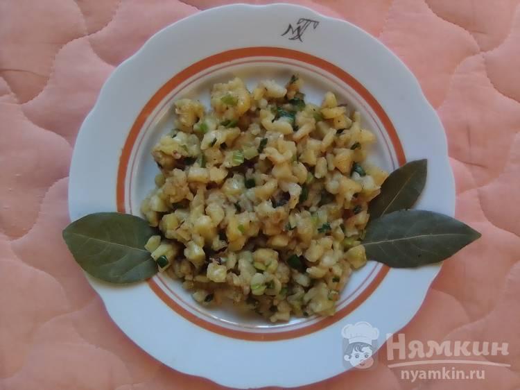 Жареная картошка с зеленым луком и сливочным маслом