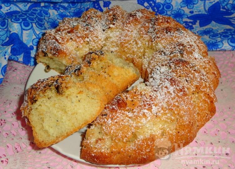 Бисквитный кекс с маком и черносливом