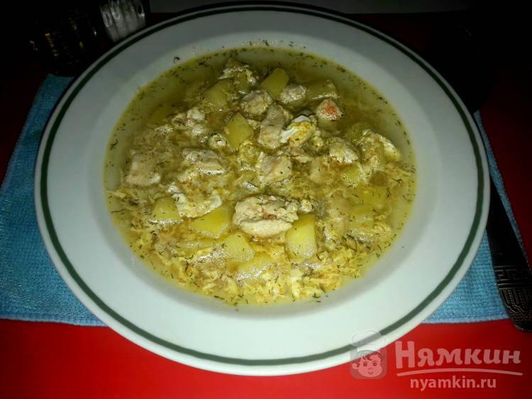 Суп с куриным филе и яйцами в мультиварке