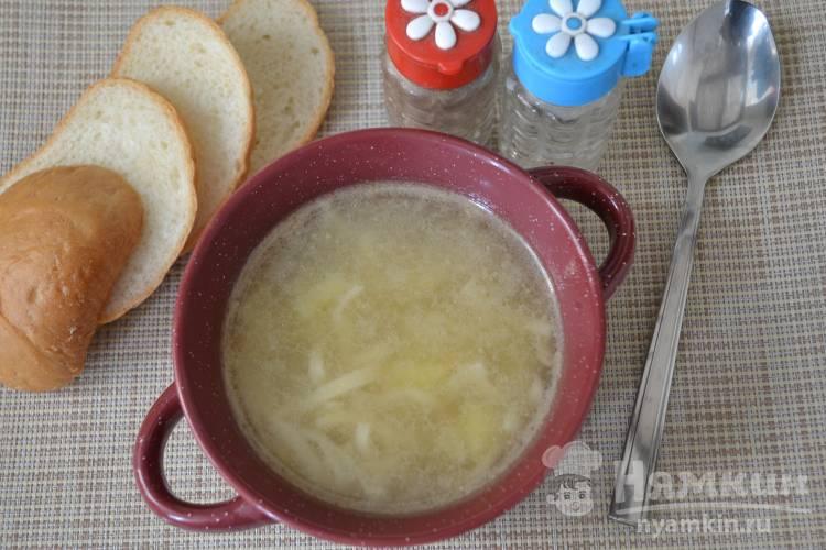 Суп с домашней яичной лапшой на бульоне
