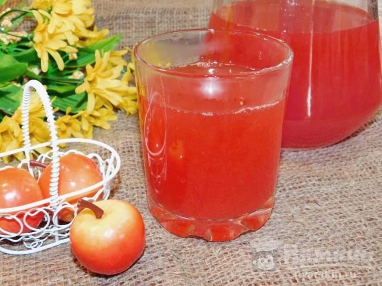 Яблочный компот с брусникой и айвой
