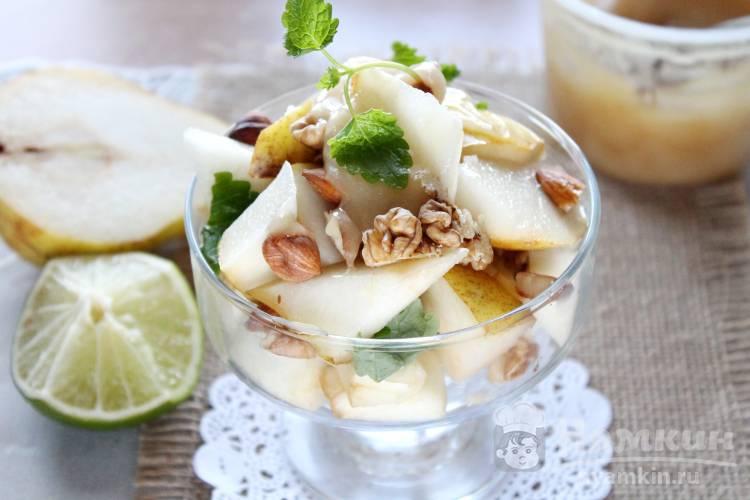 Фруктовый салат с орехами и медом