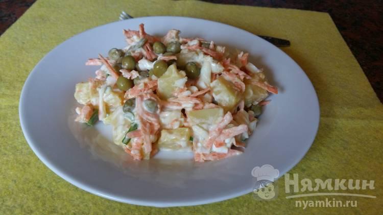 Овощной салат с яйцом и зеленым горошком