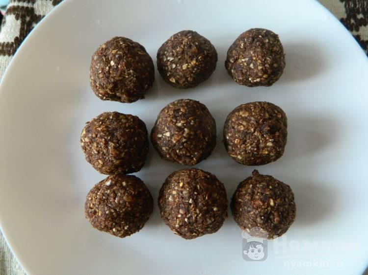 Ореховые конфеты с финиками и овсянкой