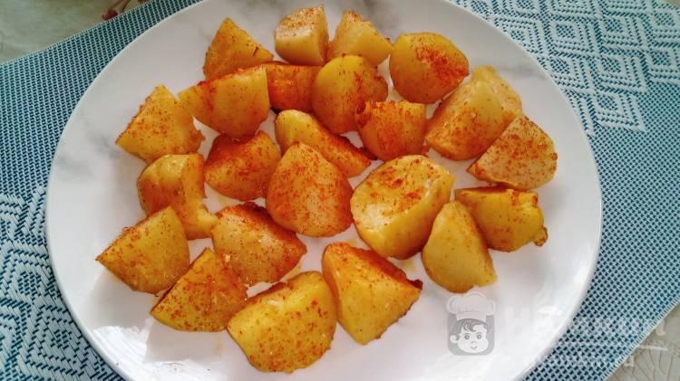 Пряный картофель в духовке с чесноком и паприкой