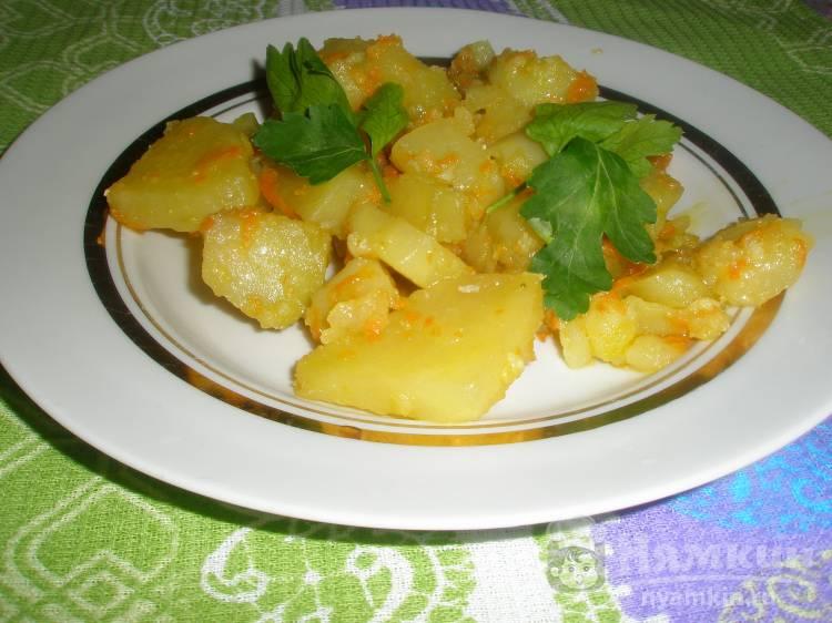 Жареная картошка с морковью и чесноком