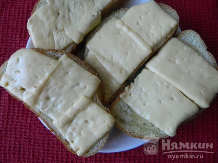 Горячие бутерброды с сыром и маслом