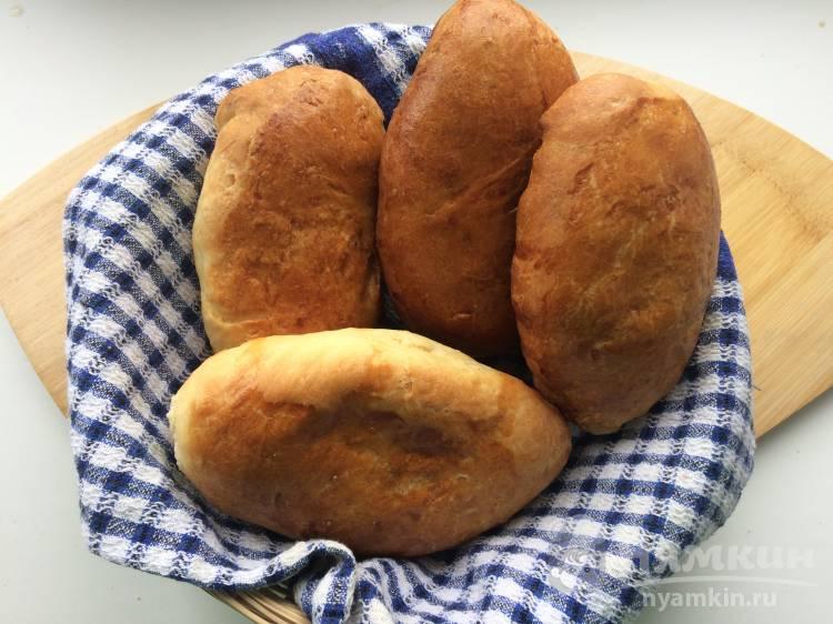 Пирожки из дрожжевого теста с луком и яйцом