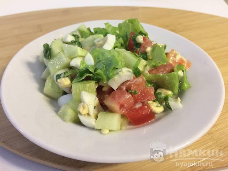 Салат из овощей с перепелиными яйцами