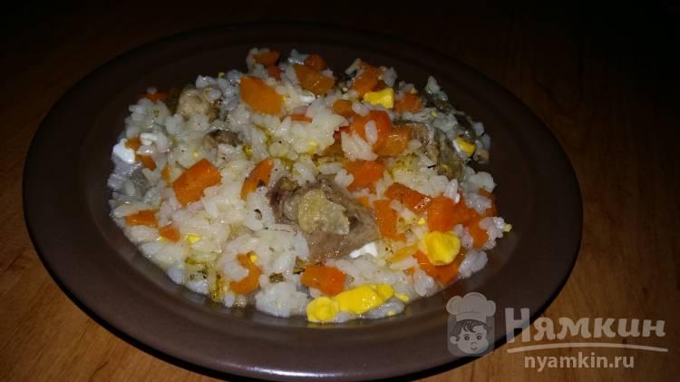 Рис с жареным мясом и яйцом