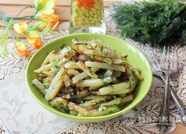 Жареный картофель с чесноком и зеленым луком