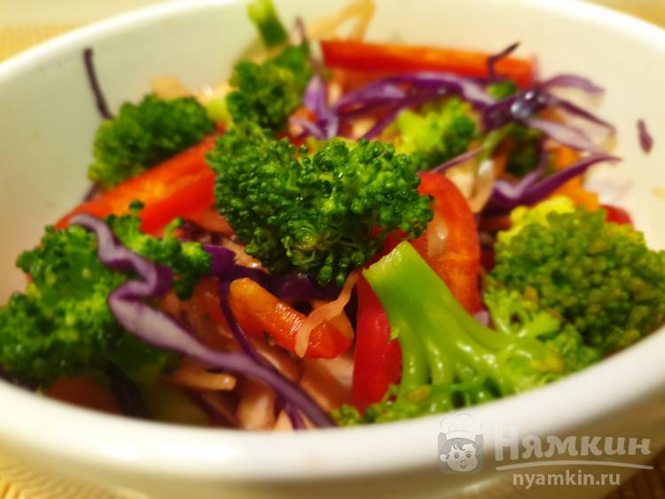 Вегетарианский салат с брокколи