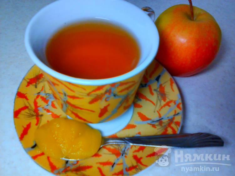 Чёрный чай с яблоком и мёдом