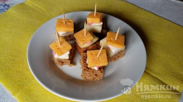 Канапе из сыра и крабовых палочек