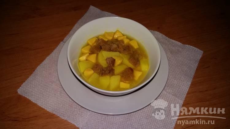 Густой суп со сметаной и сардельками