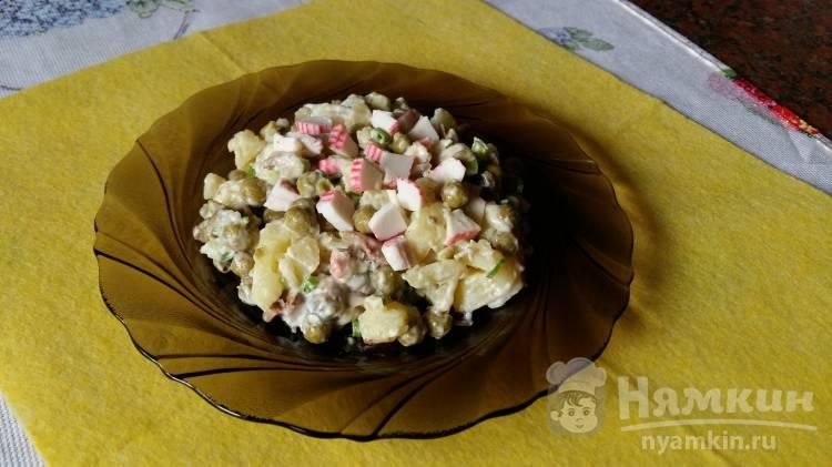 Салат со шпротами и крабовыми палочками