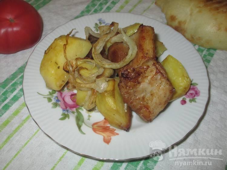 Задняя часть свинины с картошкой