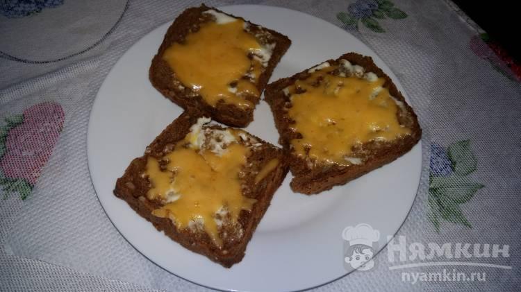 Гренки из черного хлеба с сыром и горчицей
