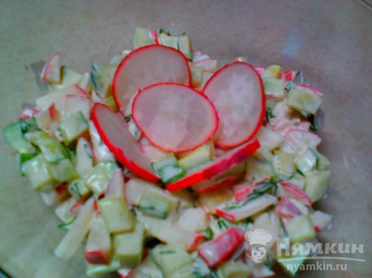 Быстрый салат из редиски и огурца