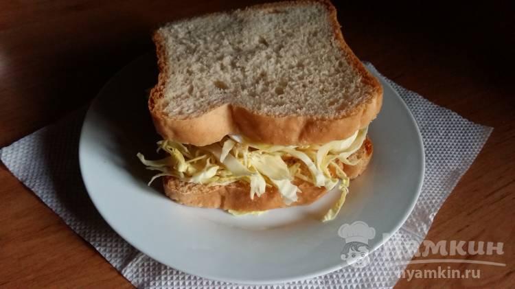Гамбургер из хлеба с сыром и капустой