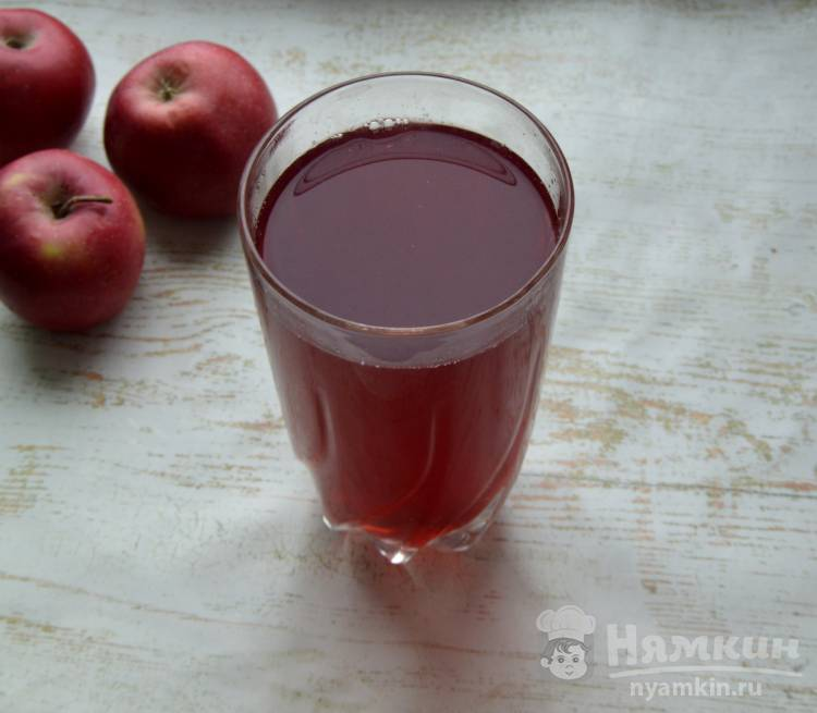 Компот из груш яблок и черной смородины