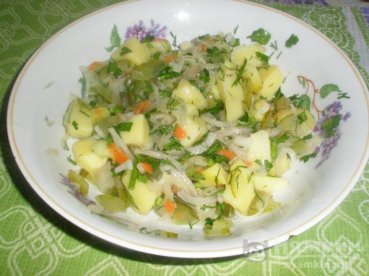 Салат из зимних овощей с зеленью