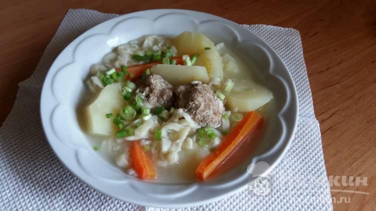 Суп с домашней лапшой и котлетами
