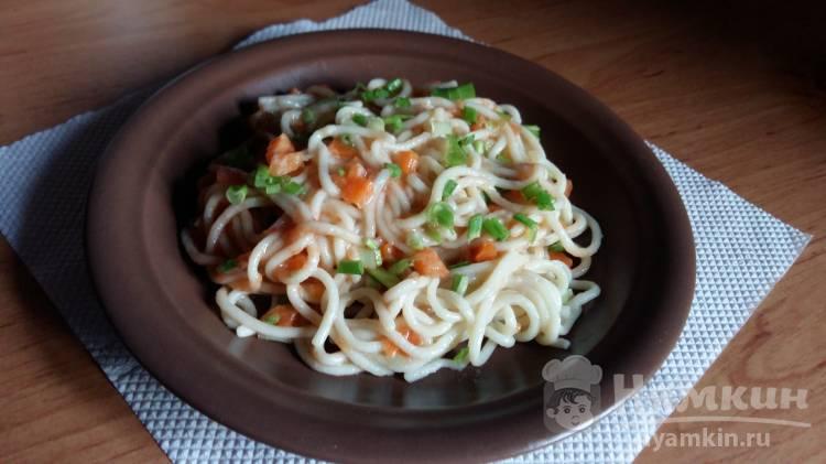 Спагетти с морковью и томатным соусом